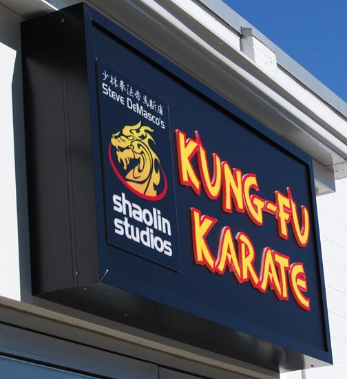 kungfu karete illuminated sign