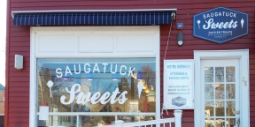 saugatuck sweets window lettering